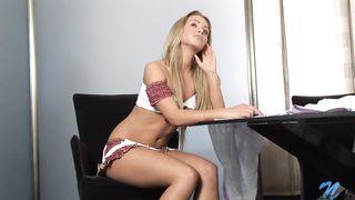 Voracious babe Amanda Blake blows then gets fucked hard