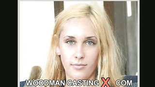 Captivating blond girl crazy to fuck and be fucked