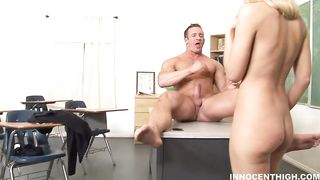 Dissolute floozy Jessica Lynn whimpers on a throbbing packing monster